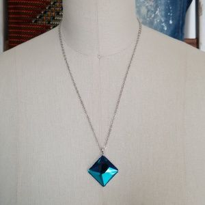 Crystal and stainless steel necklace